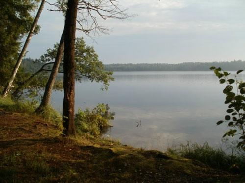 На озере Кромань